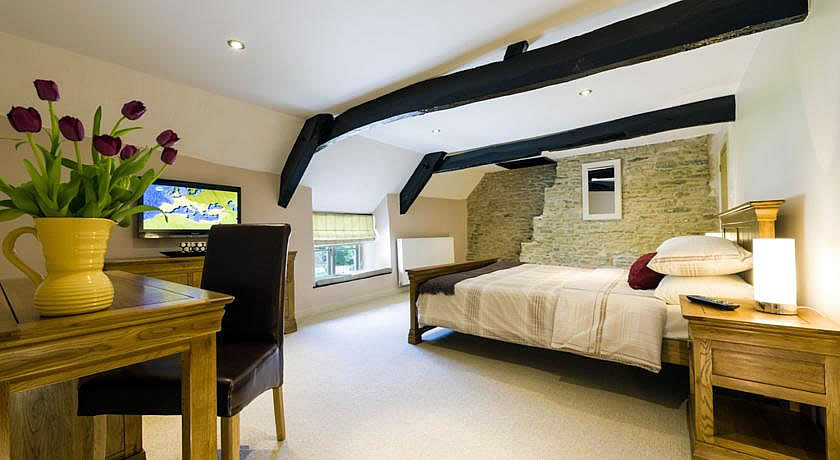 Pubs with Rooms in Cotswolds - The Horse Guards, Brokenborough