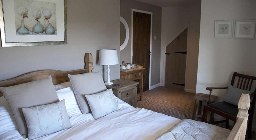 Pubs with Rooms in Cotswolds - The Keepers Arms, Quenington