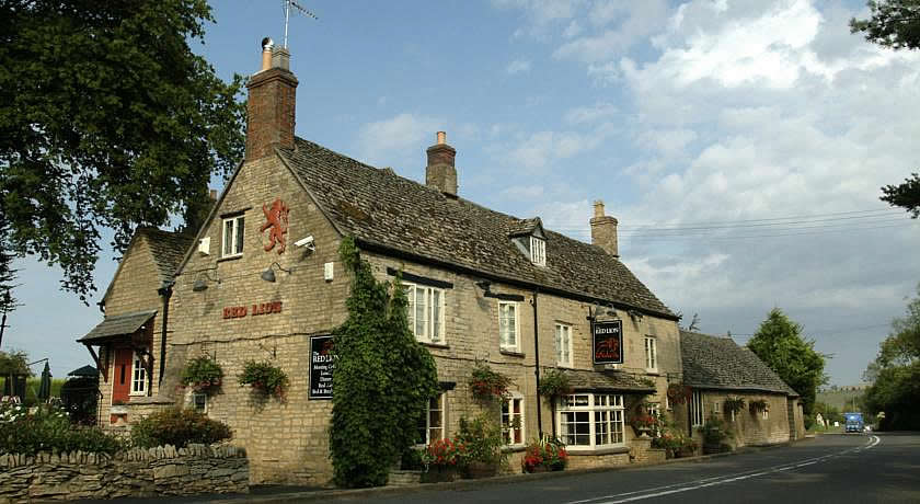 Pubs with Rooms in Cotswolds - The Red Lion Inn, Long Compton