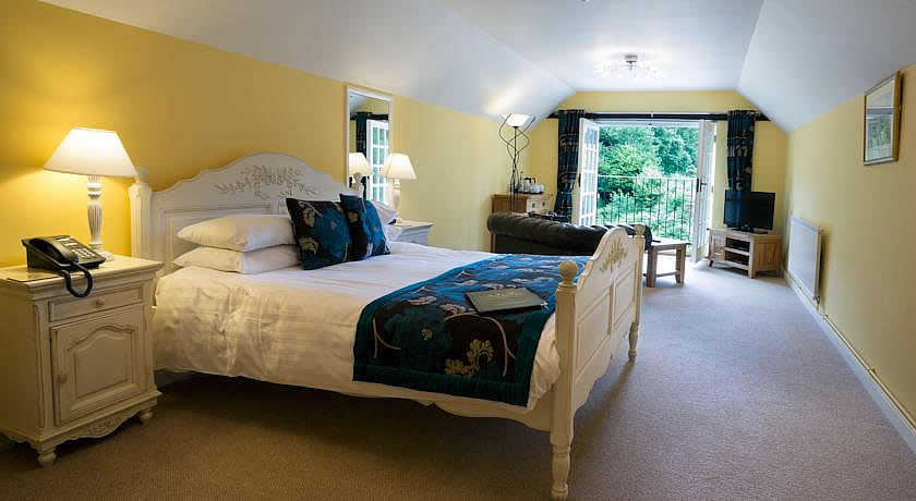 Pubs with Rooms in Devon - Bearslake Inn, Sourton