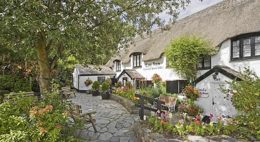Pubs with Rooms in Devon - The Cott Inn, Dartington