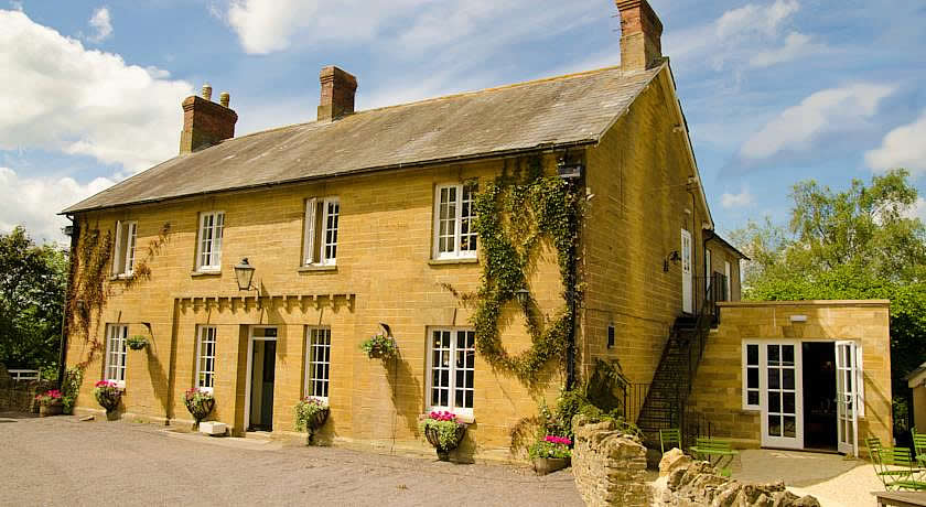 Pubs with Rooms in Dorset - The Queens Arms, Sherborne