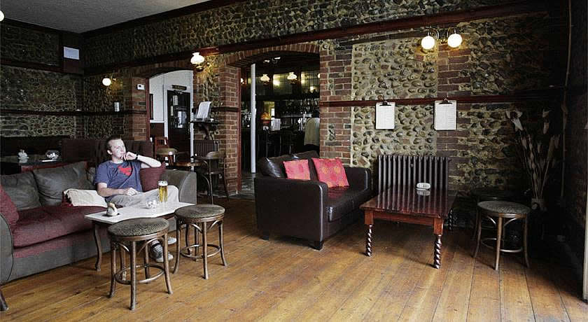 Pubs with Rooms in Norfolk - The Red Lion Hotel, Cromer