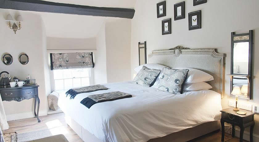 Pubs with Rooms in Somerset - The White Hart, Somerton