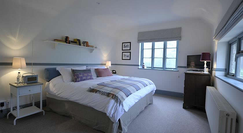 Pubs with Rooms in Surrey - Bel And The Dragon, Churt