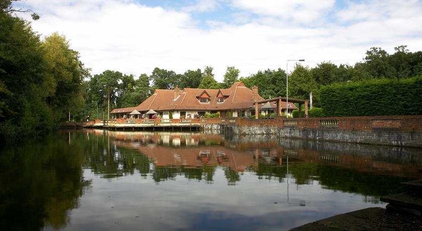 Pubs with Rooms in Surrey - Potters Inn, Mytchett