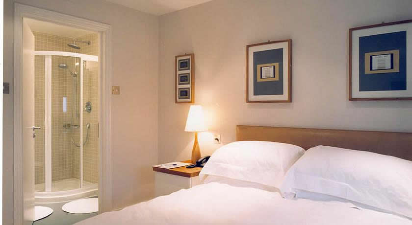 Pubs with Rooms in Surrey - The Albert Mews, Esher