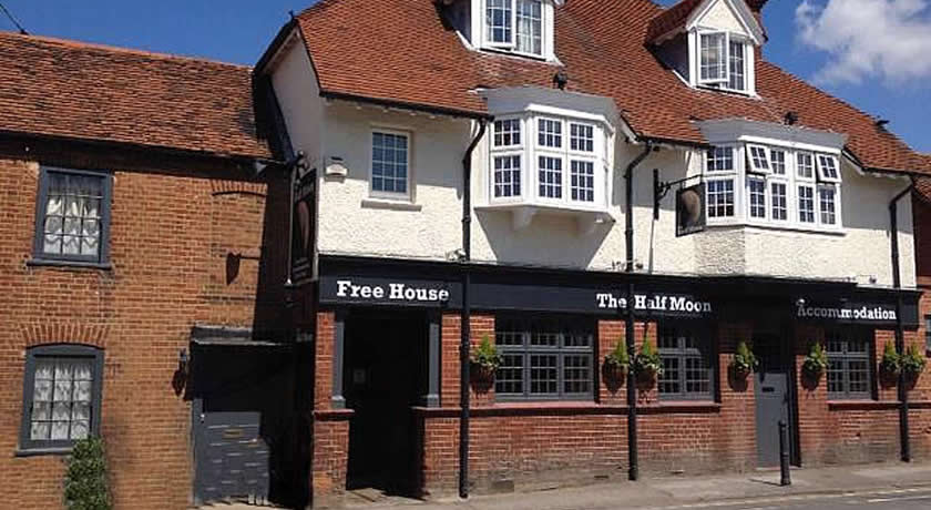 Pubs with Rooms in Surrey - The Half Moon Inn, Ripley