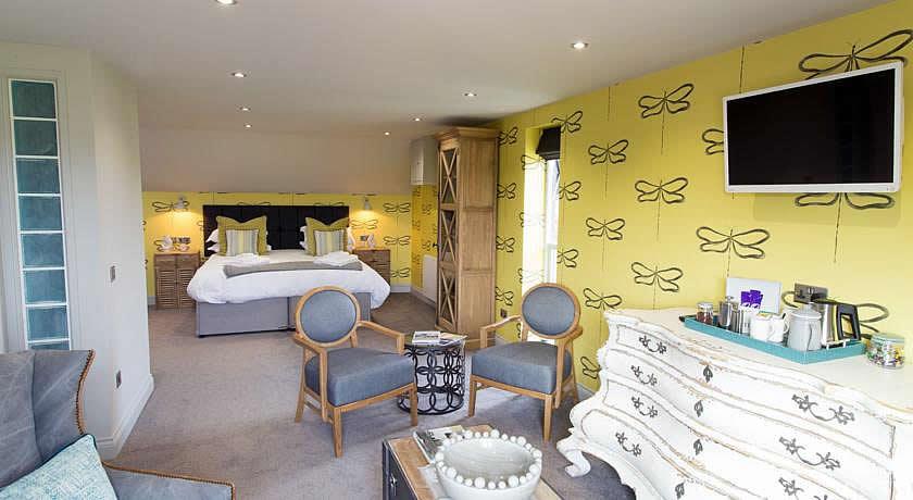 Restaurants with Rooms in Norfolk - No 33 Thornham