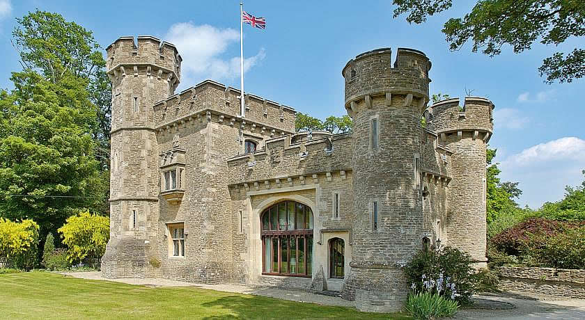 Restaurants with Rooms in Somerset - Bath Lodge Castle, Norton St Phillip